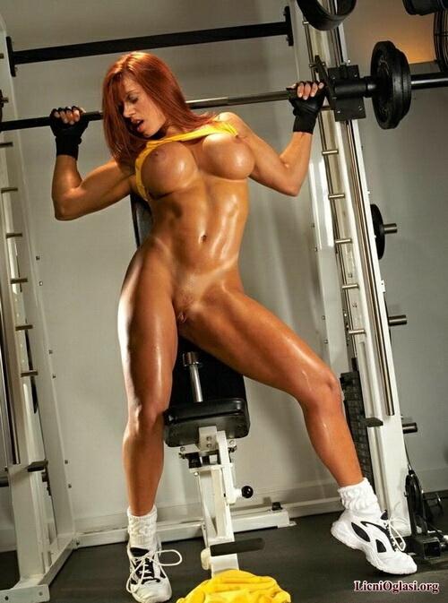 эротические фотографии в спортивном зале